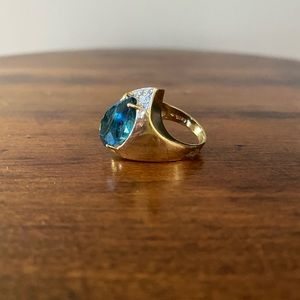 14KT topaz gold ring with 5 small diamonds.